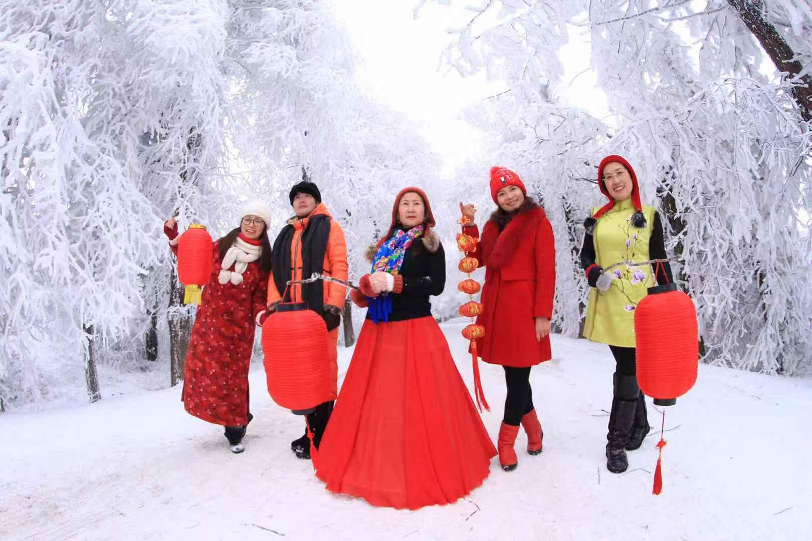 湖北利川花岩美女模特冰雪摄影团